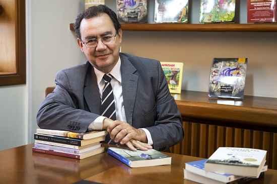 Augusto Cury lança campanha de combate ao jogo Baleia Azul