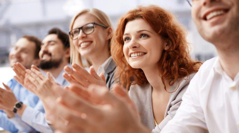 Tenha bons motivos para sorrir no trabalho