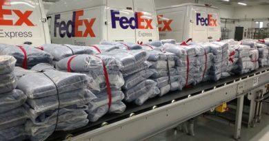 FedEx doa cobertores confeccionados a partir de uniformes antigos de seus funcionários