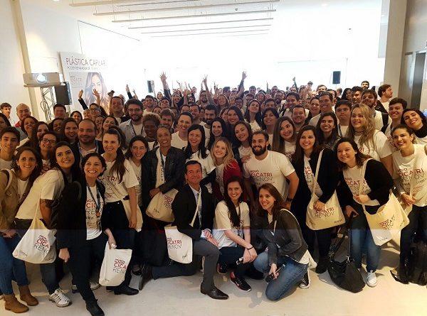 Colaboradores da L'Oréal se reúnem em task force