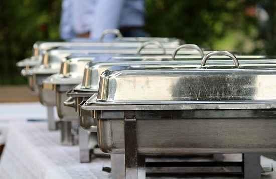 Pesquisa aponta que trabalhador gasta R$ 751,00 por mês para almoçar