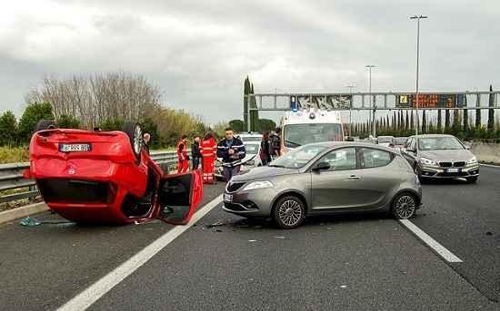 Como os peritos avaliam um acidente de trânsito?