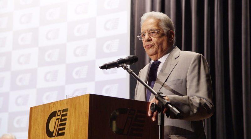 FHC recebe troféu da 22° edição do Prêmio Professor Emérito
