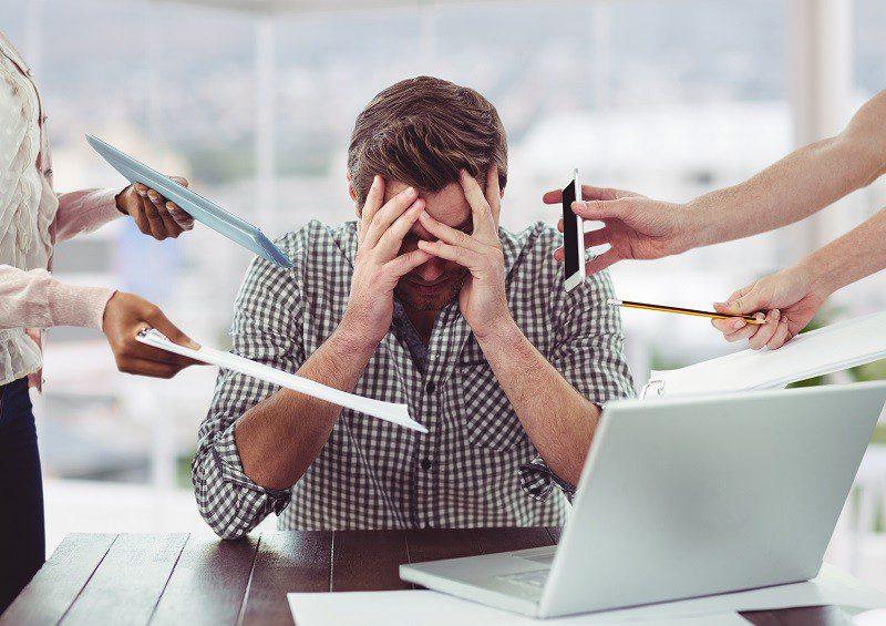 LinkedIn: quase metade dos brasileiros sente stress em seu emprego atual