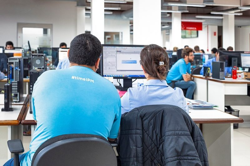 Empresa cria programa para formar talentos para área de tecnologia