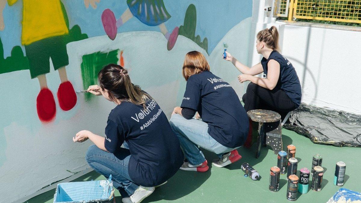 Colaboradores da AbbVie participam de atividades em prol de comunidades carentes