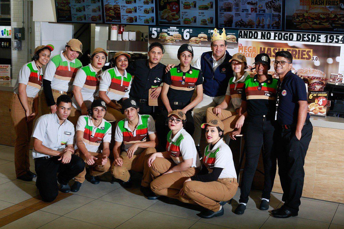 Burger King Brasil leva CEO e mais 600 funcionários da sede para trabalhar em seus restaurantes