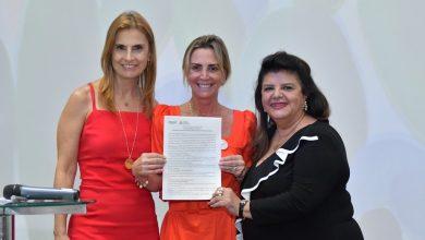 Photo of Luiza Helena Trajano e Beatriz Mendes Gonçalves Pimenta Camargo são homenageadas com Prêmio Tarsila do Amaral