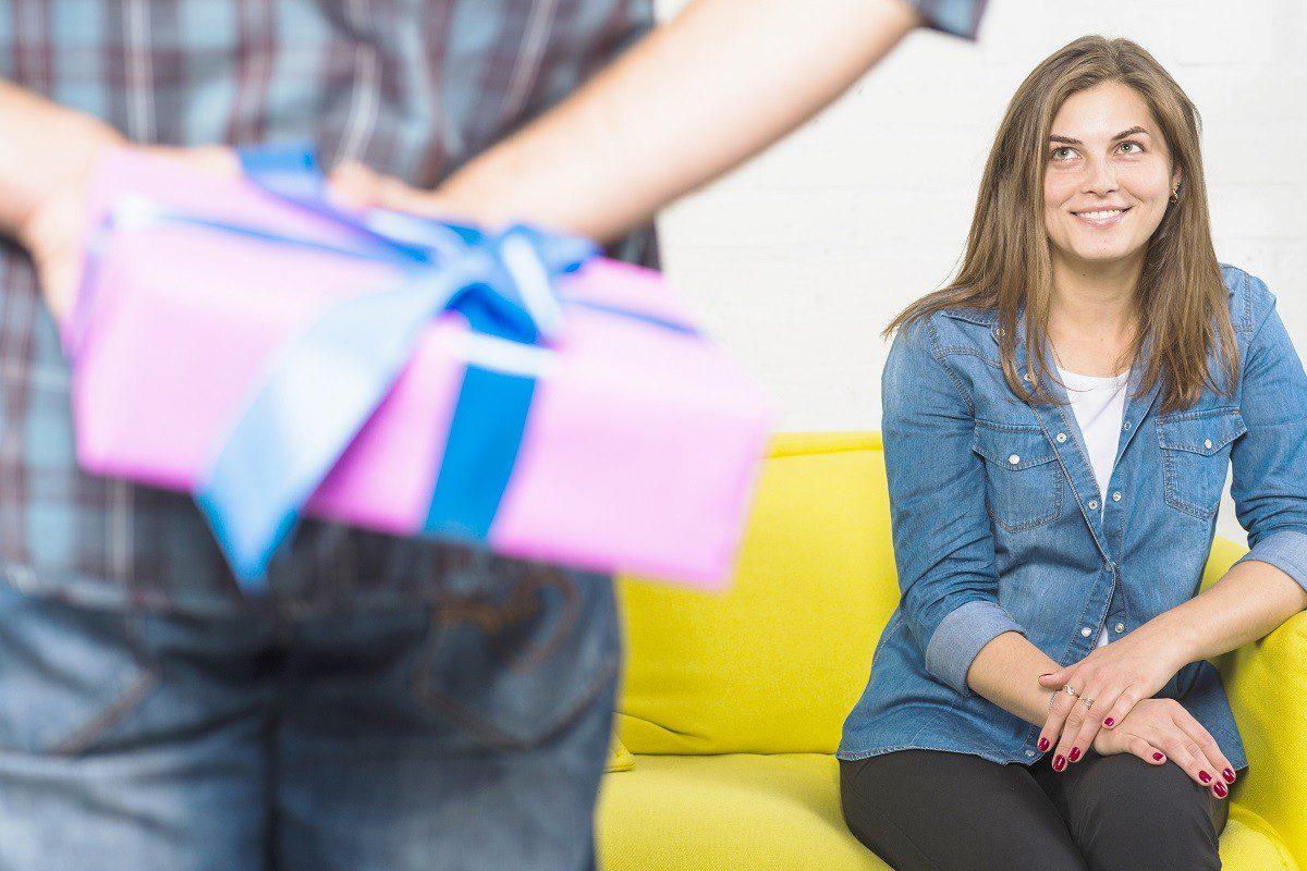 FGV explica como as pessoas devem se comportar no amigo secreto da empresa
