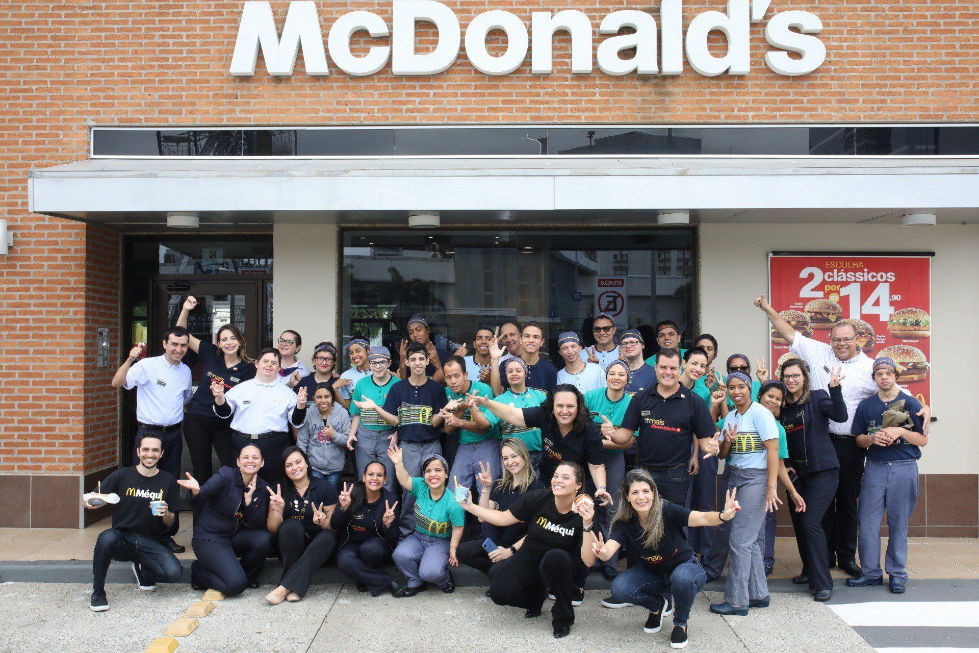 McDonald's tem mais de 3 mil vagas de emprego, incluindo cerca de 200 para PCDs